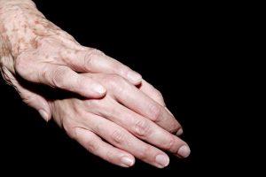 Handen verraden onze leeftijd.